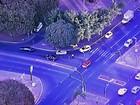 Com semáforo intermitente, carros batem na W3 Sul, em Brasília