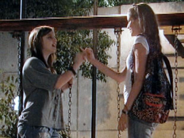 Ju e Lia prometem que nenhum garoto pode separá-las