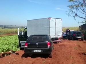 Caminhão com a carga de celulares foi encontrado em Sumaré  (Foto: Reprodução / EPTV)
