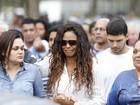 Enterro de Marcos Falcon, da Portela, reúne amigos e familiares no Rio