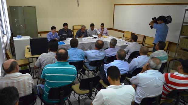 Reunião arbitral aconteceu nesta quinta-feira (Foto: Felipe Martins/GLOBOESPORTE.COM)