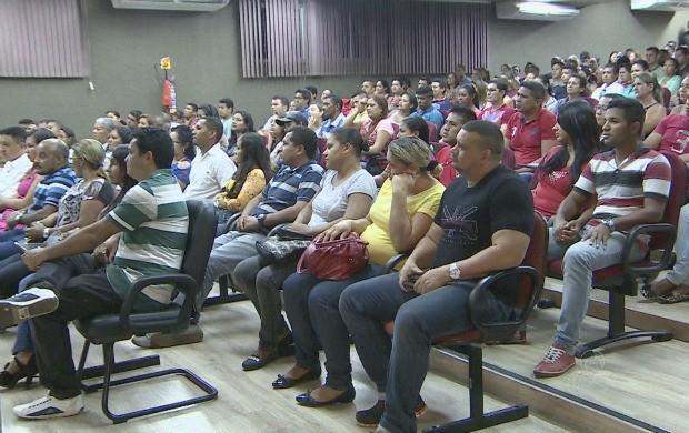 Dezenas de casais se prepararam para casamento comunitário em Macapá (Foto: Amapá TV)