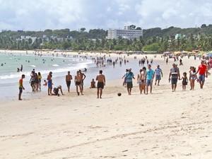 Equipes do Verão 2016 vão distribuir sacolas de lixo nas areias das praias de Cabo Branco e Tambaú  (Foto: Herbert Clemente/Jornal da Paraíba)