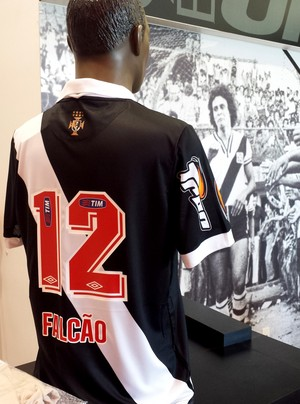 Camisa Vasco falcão 12 loja (Foto: Raphael Zarko)