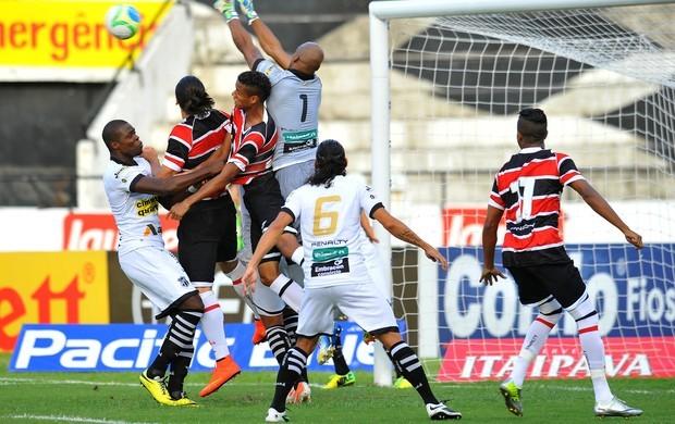 Santa Cruz e Ceará se enfrentam no sábado, dia 20.  (Foto: (Foto: Aldo Carneiro / PE Press))