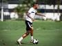 Paulinho volta a treinar, mas Patito segue na equipe titular do Santos