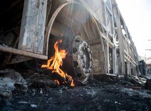 Ônibus incendiado em São Paulo (Foto: Marcelo Camargo/Agência Brasil)