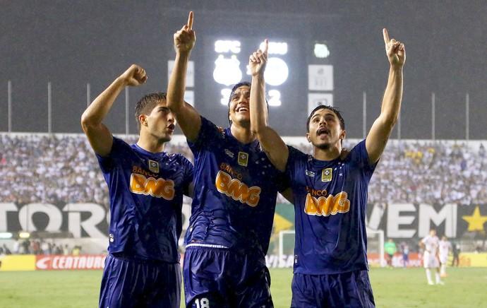 Jogadores gol Cruzeiro x Santos (Foto: Wagner Carmo / Vipcomm)