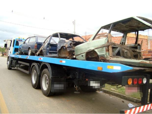Carcaças de carro apreendidas no Habiteto, em Sorocaba (Foto: Divulgação/Polícia Militar)