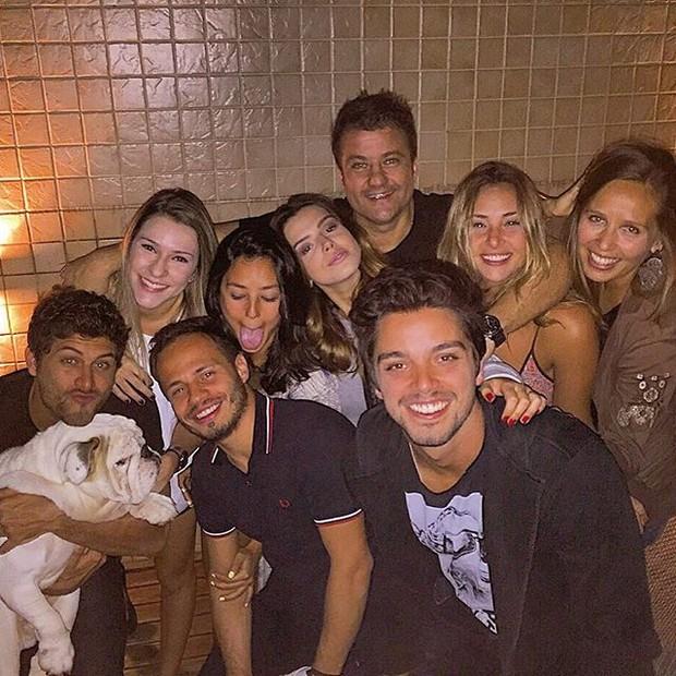 Jesus Luz, Yanna Lavigne, Giovanna Lancellotti e Rodrigo Simas em festa com amigos (Foto: Instagram/ Reprodução)