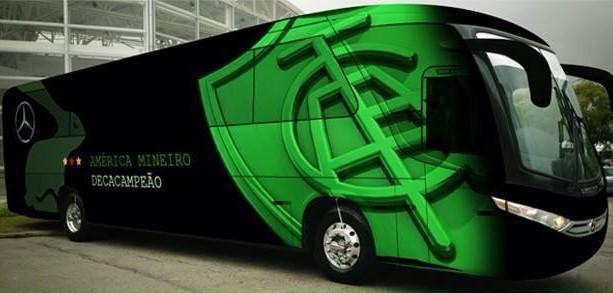Torcida do América-MG escolho pintura do novo ônibus do Coelho (Foto: Reprodução / Facebook Oficial do América)