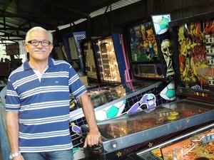 Trabalhando com máquinas de pinball, José Rodrigues Batalha quer ampliar negócio (Foto: Pedro Carlos Leite/G1)
