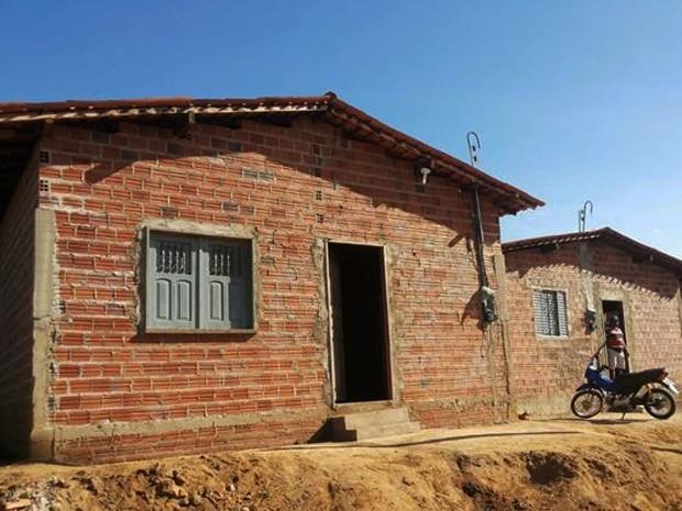 Casas doadas pelo cabeleireiro na cidade de Itaueira, Sul do Piauí  (Foto: Arquivo Pessoal)