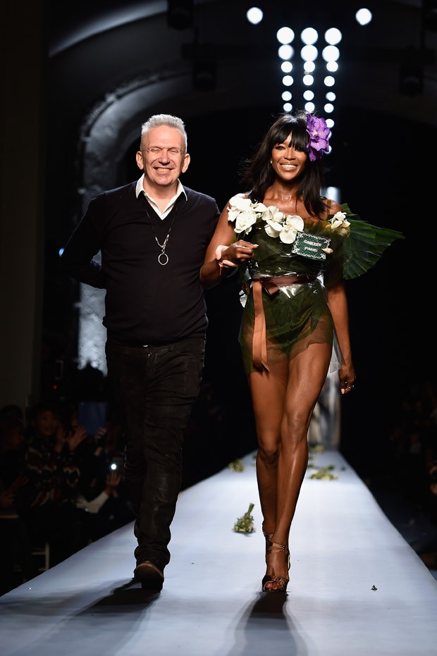 Naomi Campbell no desfile de Jean Paul Gaultier na Alta Costura de Paris Vero 2015 (Foto: Getty Images)