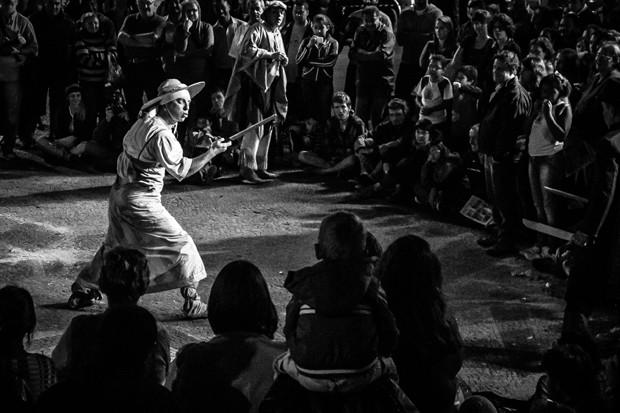 O grupo usa todos os recursos que o teatro de rua oferece em suas apresentações (Foto: Giancarlo Carlomagno)
