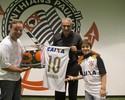 Rubinho visita a Arena Corinthians em dia de clássico e posa com técnico Tite