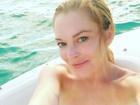 Lindsay Lohan tira selfie sem maquiagem e recebe elogios ousados