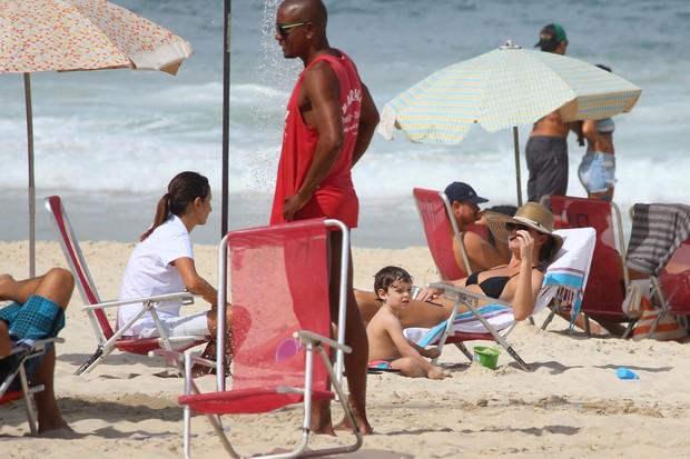 Letícia Birkheuer com o filho (Foto: Fabio Moreno / Foto Rio News)