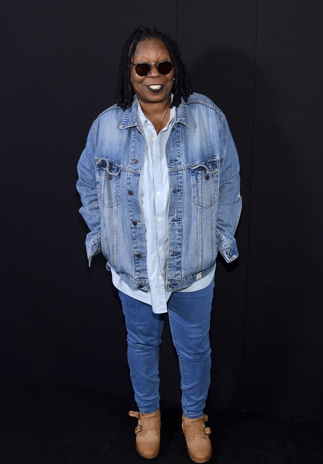 Whoopi Goldberg no front row do desfile de Marc Jacobs (Foto: Getty Images)