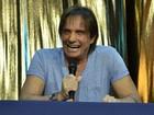 Roberto Carlos dá entrevista em navio e fala sobre biografia e beijo gay