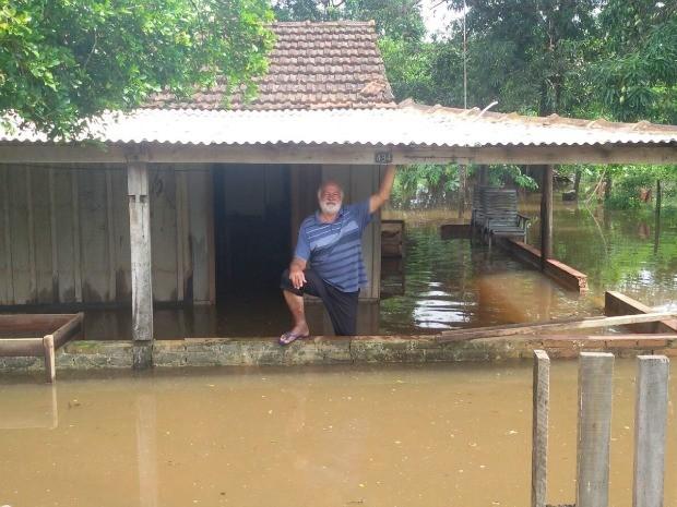 Moradores estão sendo retirados dasas, mas alguns são resistentes, diz secretária (Foto: Hemerson Buiú/Top Notícia)