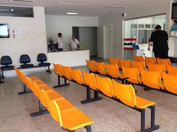 Emergência da pediatria do HMIB fica vazia por falta de médicos (Foto: Natáia Godoy)