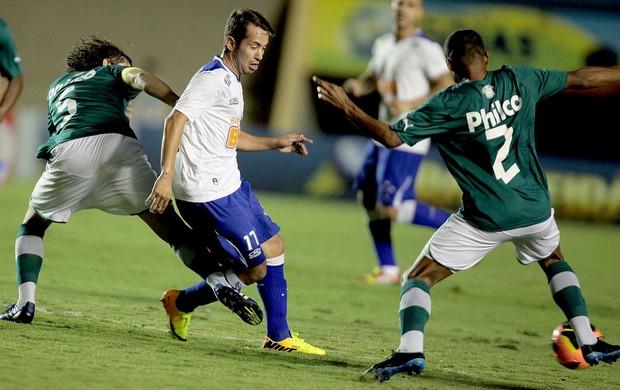 Everton Ribeiro jogo Goiás e Cruzeiro (Foto: Carlos Costa / Futura Press)