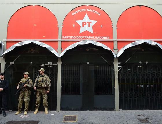 Polícia Federal faz buscas na sede do PT em São Paulo (Foto: Rovena Rosa/Agência Brasil)