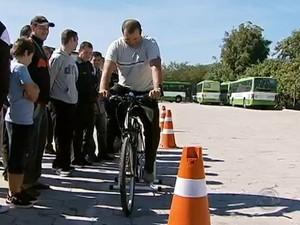 Cerca de 200 motoristas já passaram pelo treinamento, diz empresa (Foto: Reprodução/RBS TV)