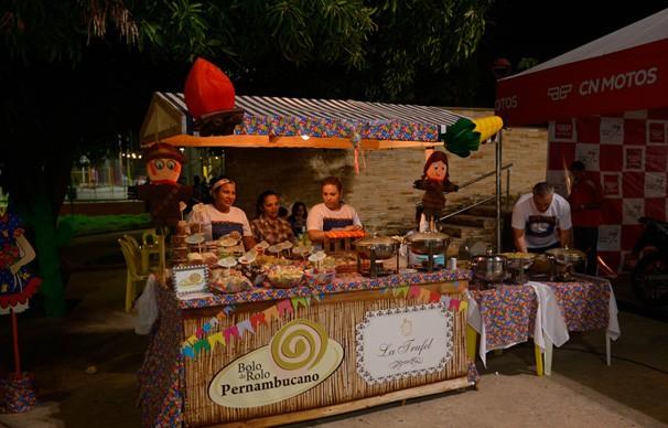 Barracas de alimentação foram montadas para dar maior conforto ao público (Foto: Rede Clube)