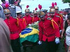 Com chuva, enterro de Cunha Lima reúne centenas de pessoas na PB