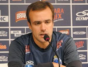 Roger, meia do Cruzeiro (Foto: Marco Antônio Astoni / Globoesporte.com)