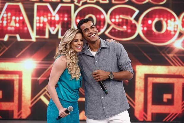 O campeão Marcello Melo Jr. com a parceira Raquel Guarini no palco do Domingão (Foto: Inácio Moraes/ Gshow)