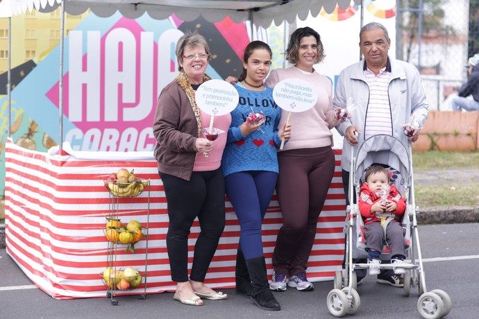 Maria ao lado da família (Foto: Luiz Renato Corrêa/RPC)