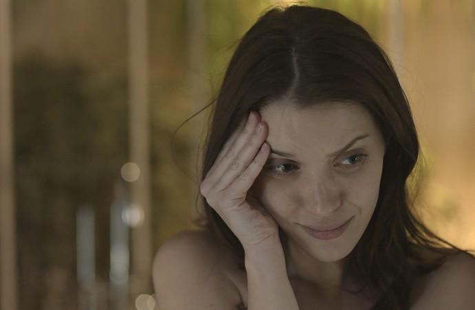 Júlia percebe chegada de Diana e se desespera (Foto: TV Globo)