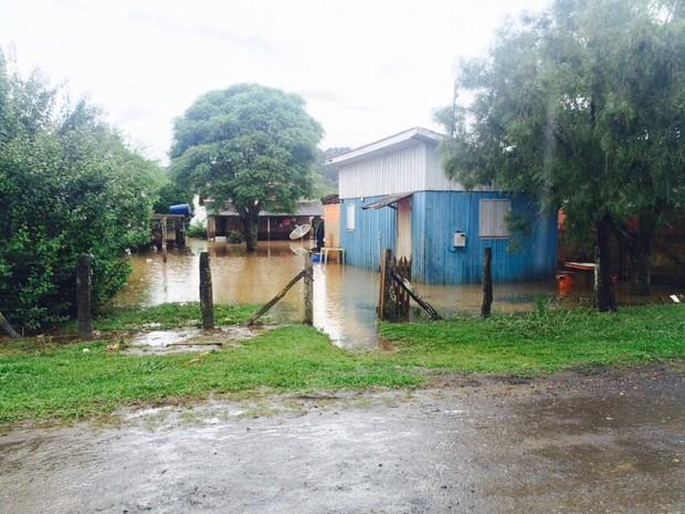 Três Barras foi cidade mais afetada no Norte do estado (Foto: Defesa Civil/Divulgação)