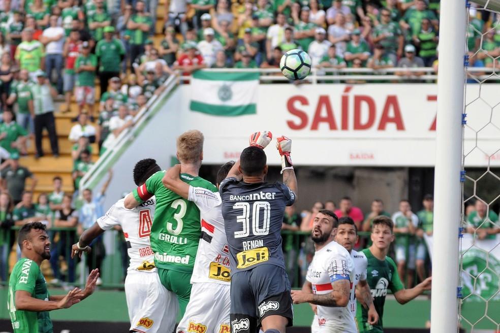Lance da partida entre Chapecoense e São Paulo (Foto: Tarla Wolski/Futura Press)