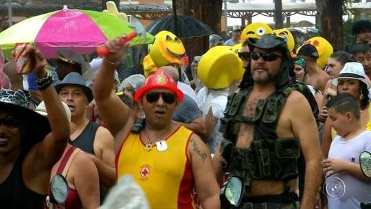 Chuva não impede comemoração do Carnaval em Jundiaí