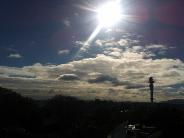 Sol aparece nesta quarta-feira em Porto Alegre (Foto: Regina Albrecht/G1)