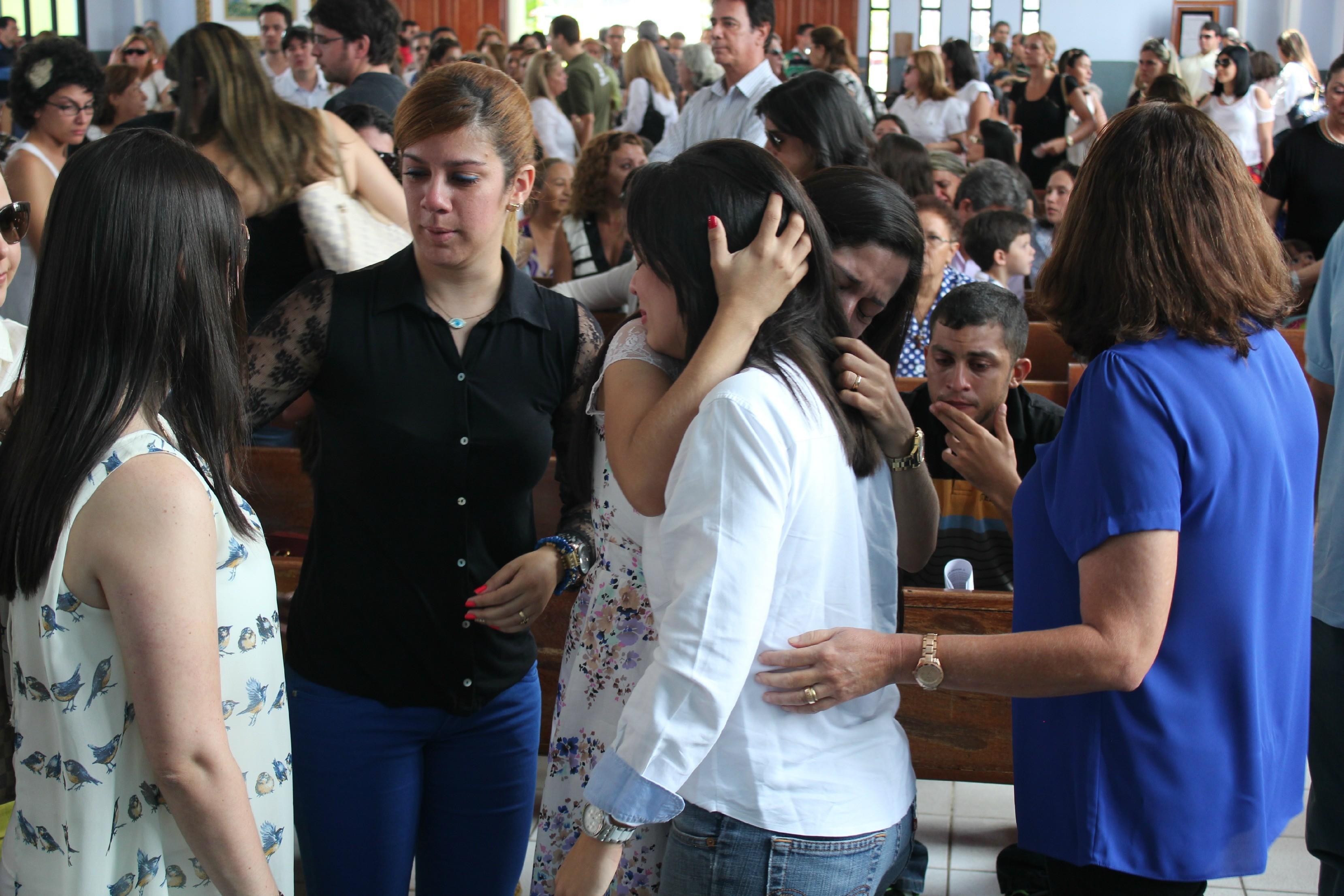 Jamille Brito-Merbach recebeu apoio de parentes e amigos (Foto: Adneison Severiano/G1 AM)