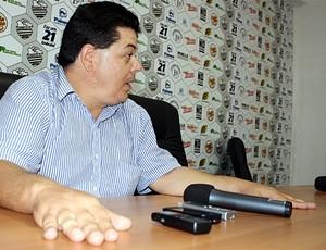 Rogério Vieira garante permanência de Paulo Cezar Catanoce (Foto: Cleber Akamine / GLOBOESPORTE.com)
