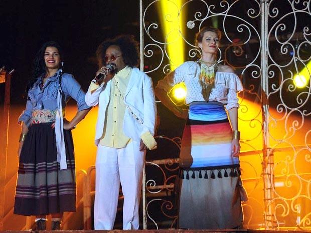 O cantor Chico César participou de uma homenagem à África logo no início da apresentação (Foto: Alex Carvalho/TV Globo)