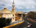 """Na estreia de Baku, Hamilton lidera 1º treino livre e Ricciardo """"inaugura"""" muro"""