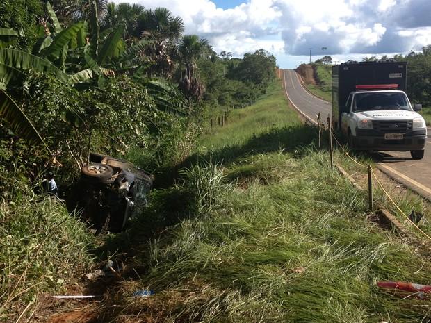 Acidente ocorreu no município de Alto Alegre após ponte sob o rio Mucajaí  (Foto: Vanessa Lima)