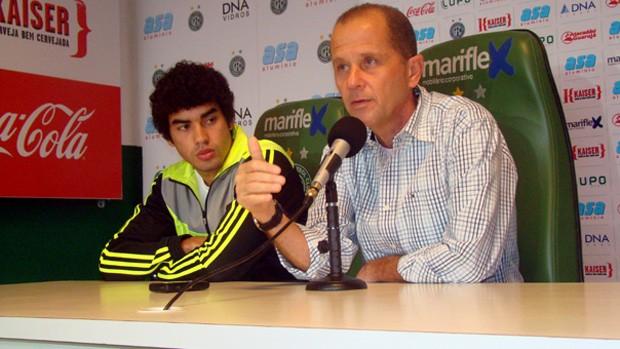 Bruno Mendes e Marcelo Mingone concedem entrevista coletiva no Guarani (Foto: Divulgação / Guarani)