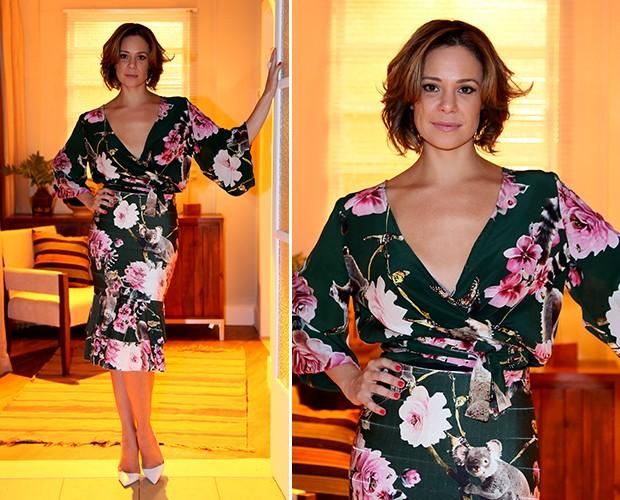 Vanessa Gerbelli escolheu um vestido estampado justo e com mangas soltinhas. O modelo tem superdecote e amarração  (Foto: Isabella Pinheiro/Gshow)