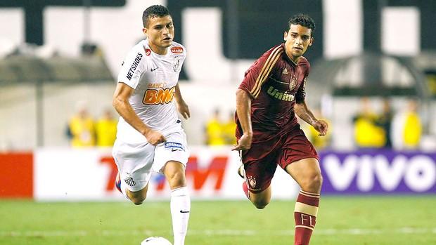 Jean na partida do Fluminense contra o Santos (Foto: Ag. Photocamera)