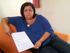 Madrinha de tripulante desaparecida mostra carta enviada à Costa Crociere (Foto: Mariane Rossi/G1)
