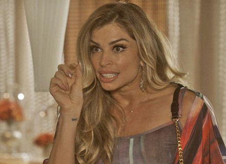 Luciane dá lição de moral em Aline e a grava falando mal de Mág