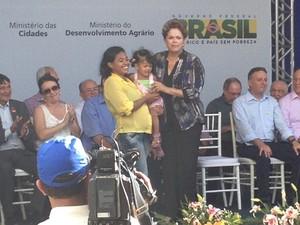 Dilma Rousseff faz entrega simbólica das chaves do Residencial Bem Viver, em Teresina (PI). (Foto: Gilcilene Araújo/G1 Piauí)